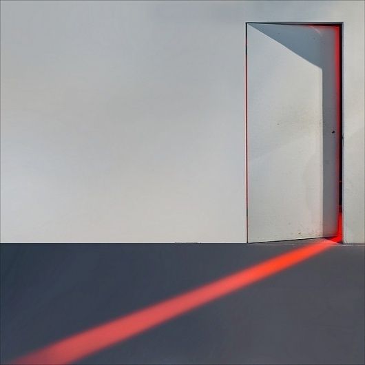 tumblr_lzcpwa5V6A1qgsxiyo1_1280.jpg 640×640 pixels #door #light #red #minimalism