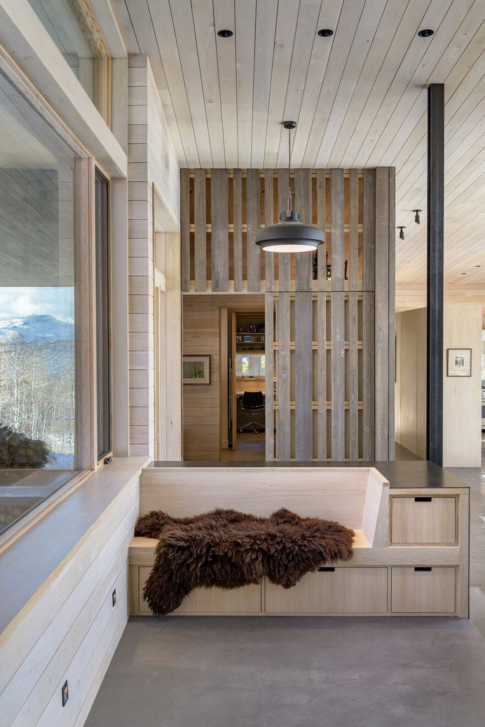 Old Pond Way Retreat Inspired by the Scandinavian Mountain Cabins