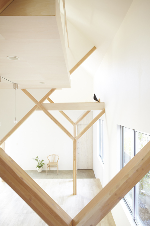 House H for a family ... Hiroyuki Shinozaki Architects #interior #house #beams #space #bird #home #wood #architecture #angles #crow #light
