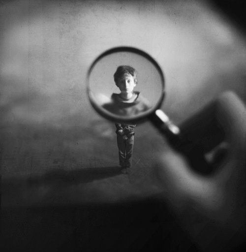 Fiddle Oak #small #boy #photo #magnifying #glass