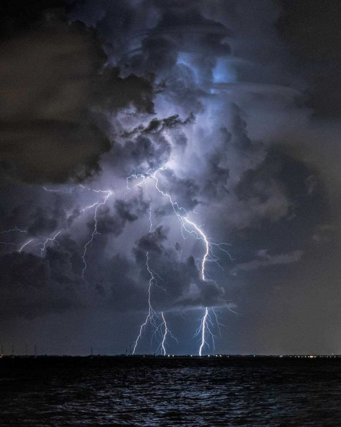 Stunning Storm Chasing and Weather Photography by Damon Powers
