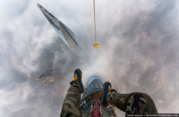 Distractify | 84 Illegal Photographs That Urban Climbers Risked Their Lives To Take #distractify