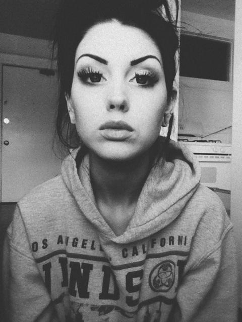 http://25.media.tumblr.com/tumblr_mdbtdwS8PL1qheffoo1_500.jpg #white #girl #eyes #black #and