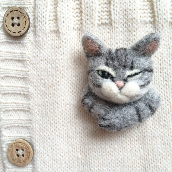Winking cat needle felt brooch by CatsX on Etsy #cat #jewellery #felt #jewelry #brooch
