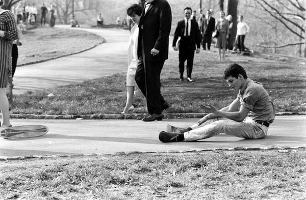 billeppridgeskateboardinginnyc_13.jpeg #b&w #oldschool #skateboard #1960s #york #nyc #new