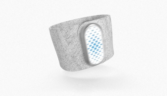 This wristband will save an athlete from over-exercising by providing instant data about their biodata! #design #product #modern