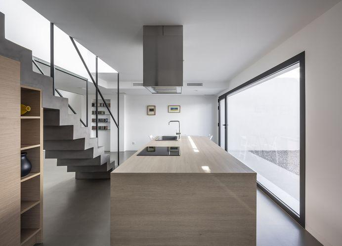 Patio House by Alberto Facundo Arquitectura