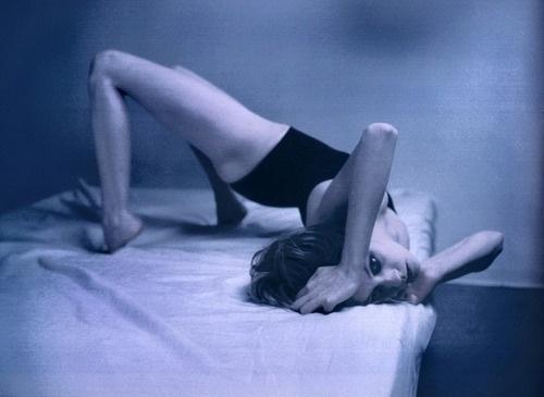 tumblr_kydakaeEE91qa19i3o1_500.jpg 500×365 pixels #woman #bed