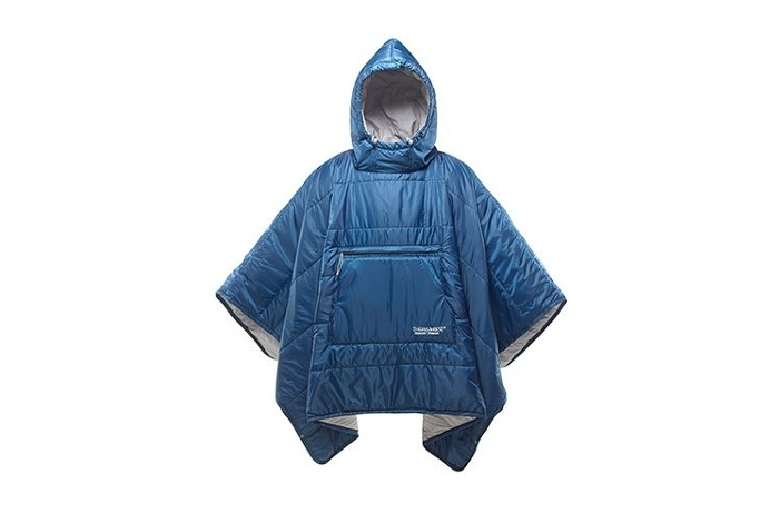 Keep the Honcho Poncho in your #car for instant warmth and shelter from the elements. It also doubles as a water-resistant blanket! So #vers
