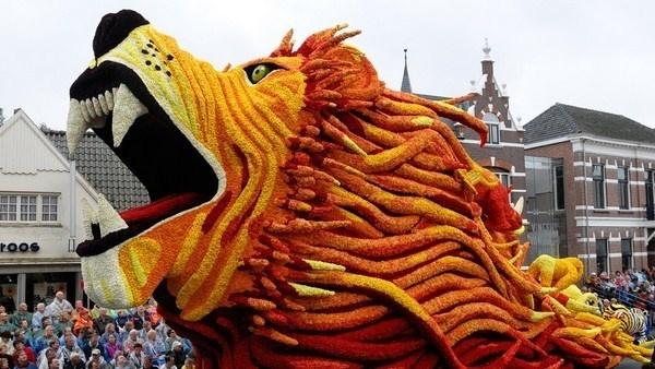 2012 Parade of flowers art sculpture lion #sculpture #of #art #flowers #parade