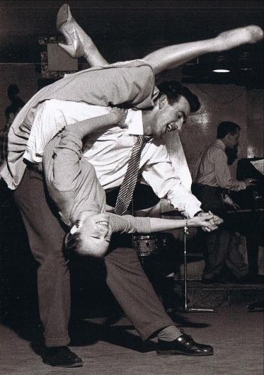Resultados da pesquisa de http://1940s.org/wp-content/uploads/2011/02/crazy-swing-dance-photo.jpg no Google #hop #lindy #dance #vintage