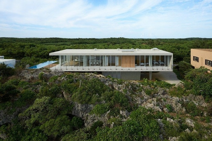 This House Provides a Meditative Retreat with Expansive Views of the East China Sea