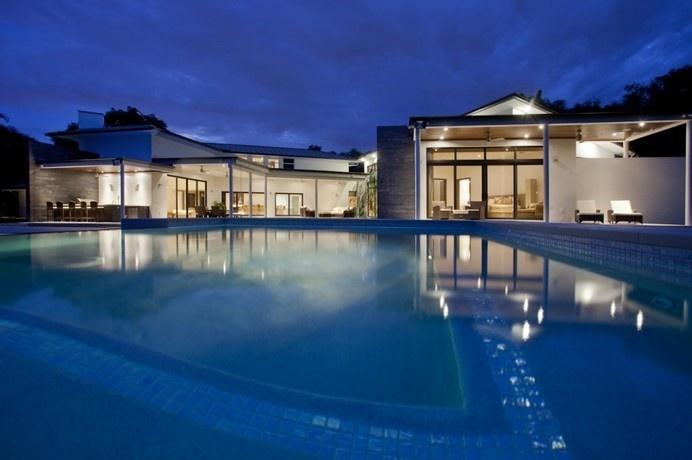 Mediterranean House Converted Into Luxurious Modern Retreat in Florida #architecture #modern