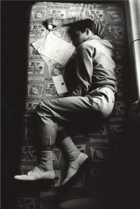 Anthony Perkins sleeping between takes on the set of Psycho, 1960 #white #psycho #perkins #sleep #black #photograph #portrait #anthony #1960