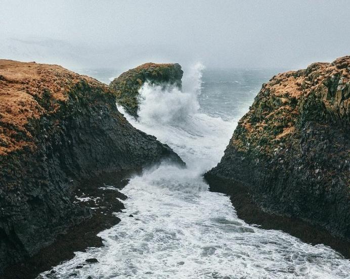 Massive waves at Grundarfjördur 🌊