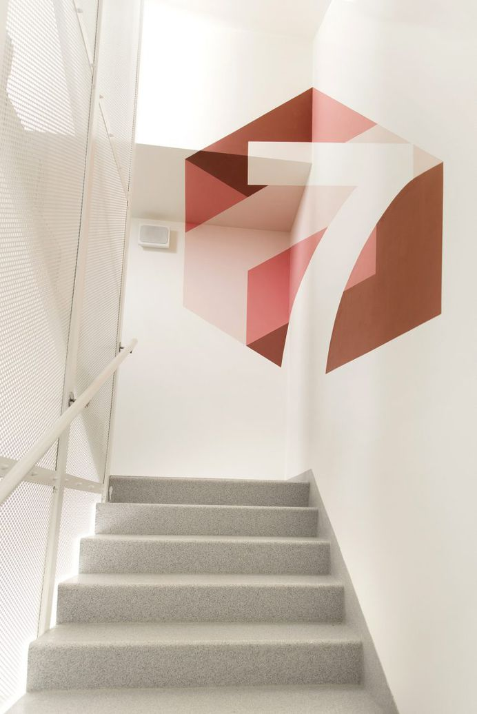 Amazon Anamorphic Staircase | infographic murals