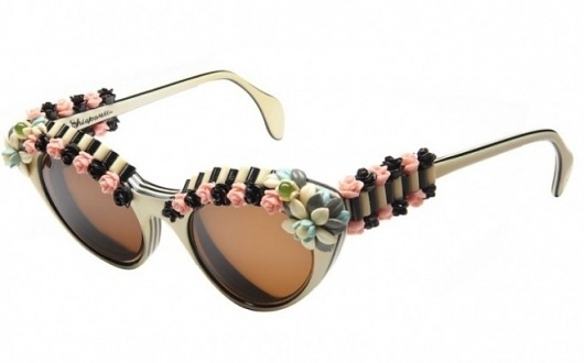 TODAY IS_ PRADA VINTAGE SUNGLASSES – NOSTALGIC . Vintage Clothing #sunglasses #roses #vintage #fashion #prada
