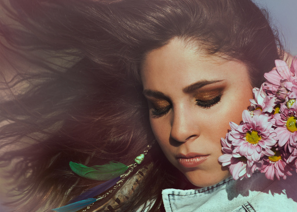 Elsa Maria #boho #makeup #feathers #hair #hippie #chic #flower