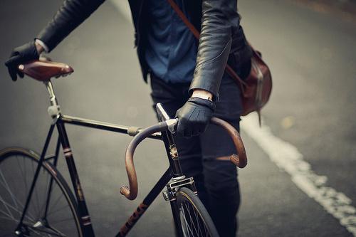http://27.media.tumblr.com/tumblr_lwf8ensIdF1qidgu4o1_500.jpg #photo #leather #bike