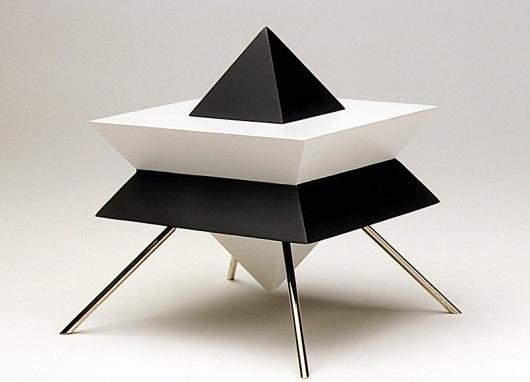 M O O D #white #box #black #pyramide #laiton #brass #pyramid #object