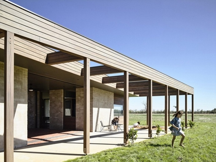Goulburn Valley House by Rob Kennon Architects