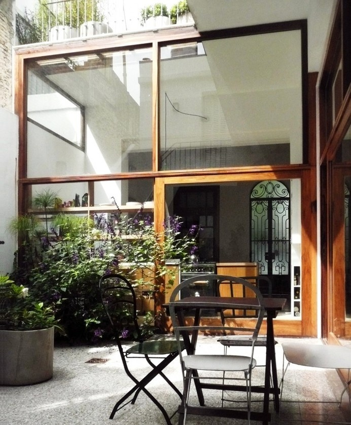 Casa Vlady: House Refurbishment / BVW Arquitectos #interior #table #plants #flowers