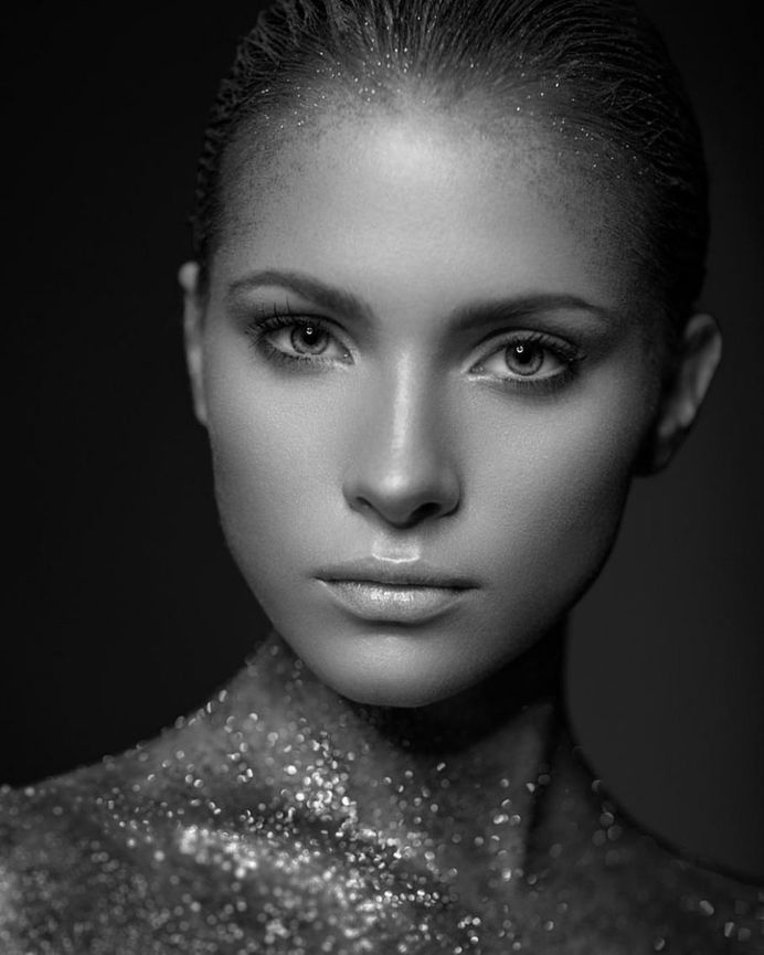 Glorious Female Portrait Photography by Mindaugas Navickas