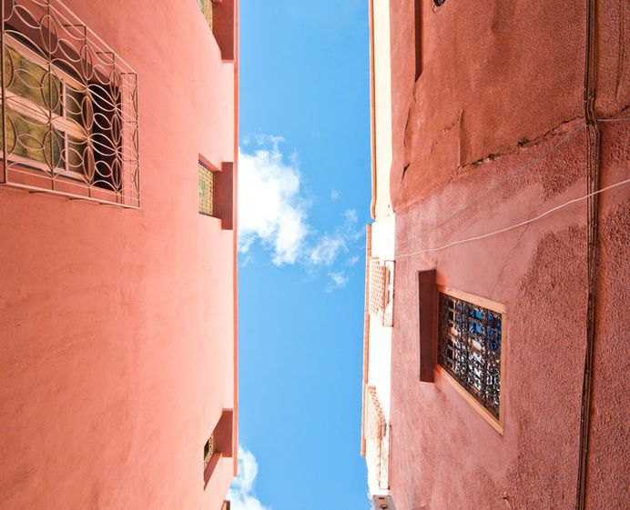 La muralla Roja 2 photo by beasty . (@beastydesign) on Unsplash