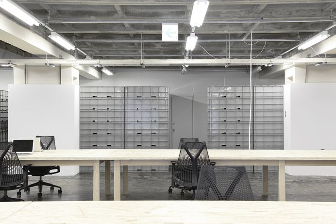 Under the Elevated Office by nLDK