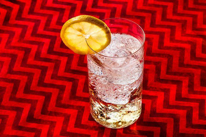 Desgin Gin - Tom Colins #cocktail #cocktails #alcohol #photography #desgin