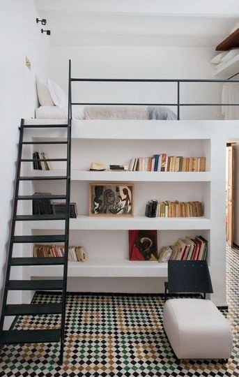 Loft with bookcase – modern boy's room #inspiration #bookcase #interior