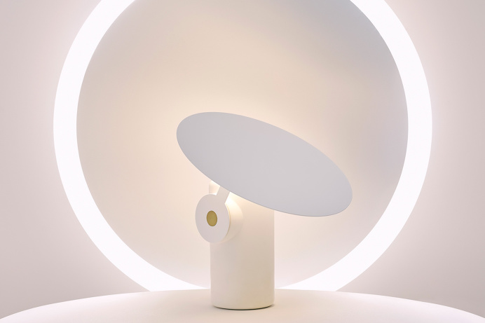 Polar desk lamp white rossgradam australia design luxury deluxe light design inspiration designblog www.mindsparklemag.com shop online minds