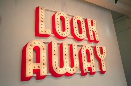 tumblr_lif1zpNOWv1qz6f9yo1_500.png (499×328) #sign #typography