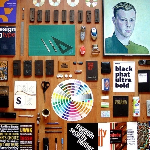 Things Organized Neatly #objects #design #graphic #color #desk