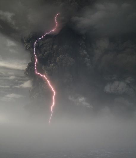 Grimsvotn Volcano Erupts in Iceland - Alan Taylor - In Focus - The Atlantic #clouds #volcano #lighting #ash #grmsvtn
