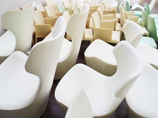 tumblr_m0uzr9Leeq1qz8uvvo1_1280.jpg 690×517 pixels #chair #factory #piano #renzo