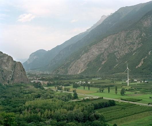 Yann Gross / Horizonville #valleys #mountains #landscapes #river #green