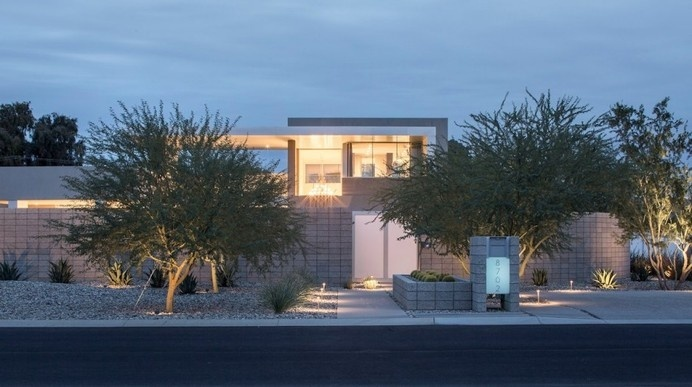 Strong Geometry Shaping the Exterior of Birds Nest Residence in Arizona #arizona #architecture #modern