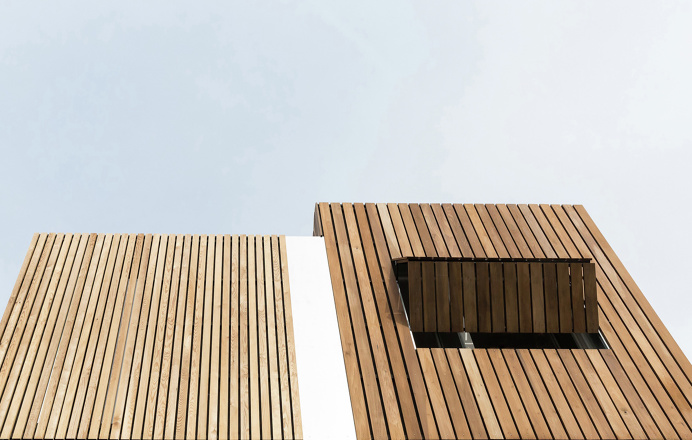 Urban Beat is a minimalist residence located in Montreuil, France, designed by WY-TO architects.