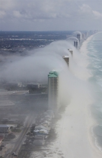 tumblr_lz7k334VlU1r6scm0o1_500.jpg 485×750 Pixel #skyscrapers #florida #dust #skyspraper #usa #beach
