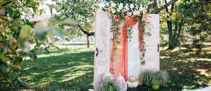Great ideas coral wedding decorations are collected in our article. Choose your variant!