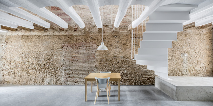 Reform of a House Between Walls by DATAAE