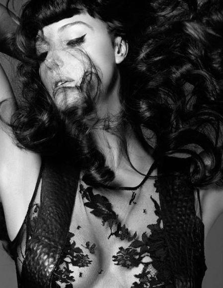 Fashion photography (Monica Bellucci by Helmut Newton, viauna lady italiana) #fashion #monica #bellucci