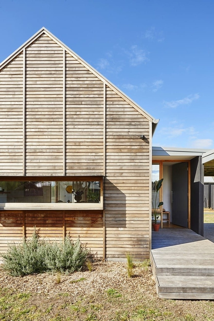 Riverwalk House by Irons McDuff Architecture