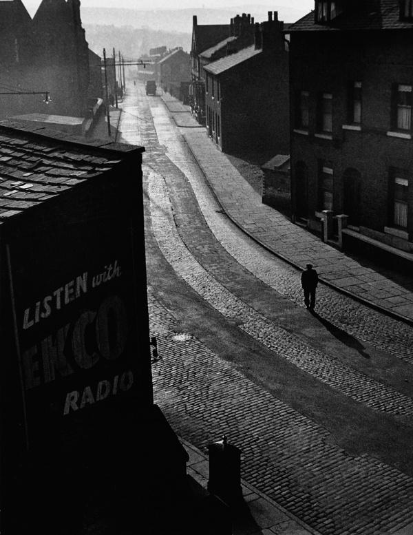 Charing Cross Road « LE CLOWN LYRIQUE #dawn #cobbles #stroll #london #photography #sunrise #40s #walking