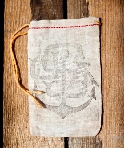 usaiphone1_large.jpg (403×480) #bag #canvas #satchel #branding
