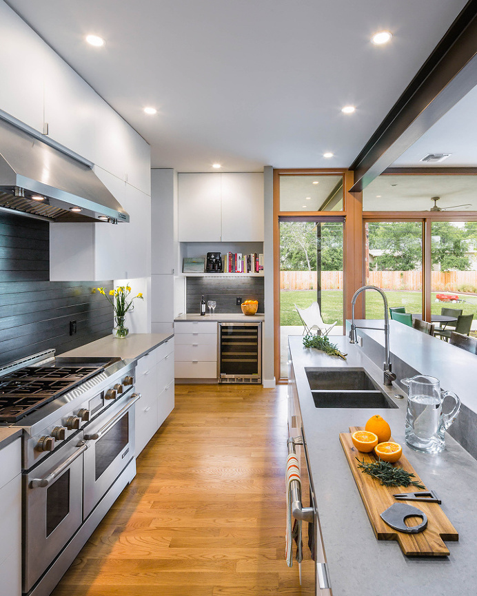 Super Sstylish Kitchen Built on Two Fronts