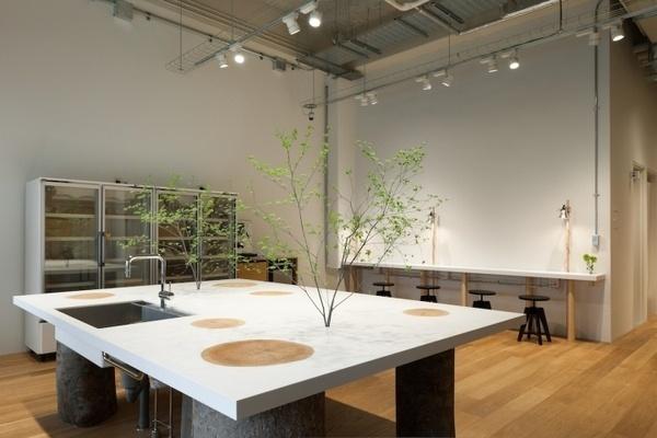 Hue plus photo studio by Schemata Architects, Tokyo office design #balance #space #work