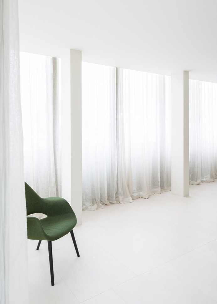 Thin curtains. Penthouse Antwerp by Hans Verstuyft Architecten. #curtain #penthouseantwerp #hansverstuyftarchitecten
