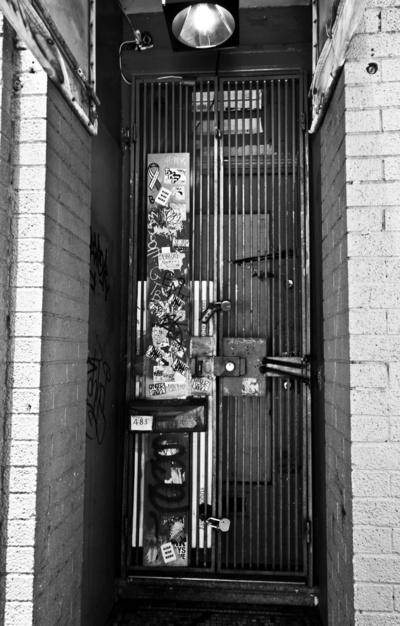 Lockdown #white #b&w #graffiti #san #black #digital #photography #and #francisco #mission